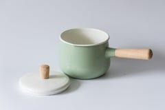 Les pots émaux par vert Photo stock
