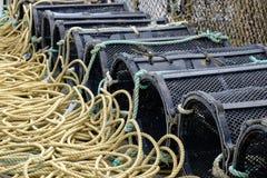 Les pots de homard ont aligné au port de Mudeford, Dorset image libre de droits