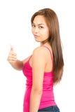 Les pouces soutiennent la femme asiatique tournée au-dessus de l'épaule photos stock