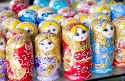 les poupées emboîtées ont coûté à coté Photo stock