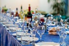 Les préparations pour le banquet ou le buffet Une réception de gala restauration photos libres de droits