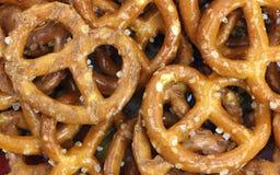 Les pretzels de taille de dégagement se ferment vers le haut photo stock