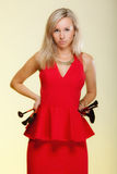 Les procédures de beauté, femme tient des brosses de maquillage. Application de maquillage. Photographie stock