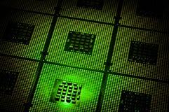 Les processeurs d'ordinateur ont aligné avec le postproduction vert d'effets de la lumière photo stock