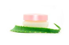 Les produits de beauté écrèment avec l'aloès vera Photo stock