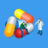 Les produits médicaux de mal Homme s'asseyant sur les pilules Le docteur dans un manteau blanc Photographie stock libre de droits