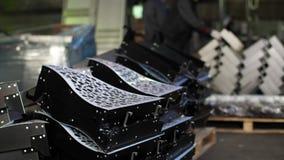 Les produits métalliques finis sont dans les actions et l'expédition de attente Fabrication des pièces en métal pour l'industrie clips vidéos