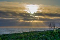 Les promontoires de Mendocino jaillissent coucher du soleil image libre de droits