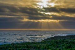 Les promontoires de Mendocino jaillissent coucher du soleil photos stock
