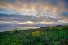 Les promontoires de Mendocino jaillissent coucher du soleil image stock
