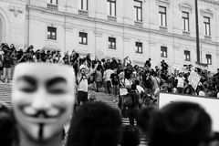 Les protestataires envahissent l'escalier du parlement Images libres de droits