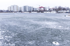 Les puits dans la glace pour pêcher des poissons Photos libres de droits