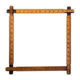 Les règles en bois faisant une frontière là-dessus ont isolé sur un backgr blanc Photo stock