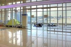 Les réfugiés sont dans un aéroport Images stock