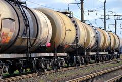 Les réservoirs de train avec le pétrole et l'essence Photographie stock libre de droits