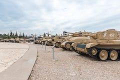 Les réservoirs se trouvent sur le chantier commémoratif près du musée blindé de corps dans Latrun, Israël photo libre de droits