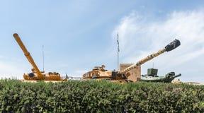 Les réservoirs se trouvent sur le chantier commémoratif près du musée blindé de corps dans Latrun, Israël photo stock