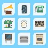 Les rétros appareils électroménagers de vintage dirigent l'équipement électrique de technologie de vaisselle de cuisine des trava Photo stock