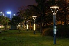 Les réverbères économiseurs d'énergie faits par la LED Photo libre de droits