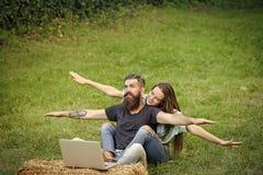 Les rêves de couples du déplacement Amour, relations, couples, famille heureuse Image stock