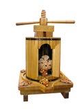 les raisins décoratifs de planche à pain modèlent le vieux vin de presse photographie stock