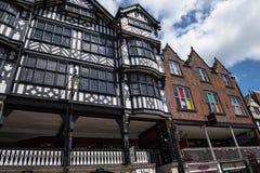 Les rangées sont Tudor Black et les bâtiments blancs à Chester la ville du comté de Cheshire en Angleterre photos stock