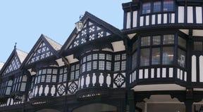 Les rangées sont Tudor Black et les bâtiments blancs en Chester England image stock
