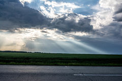 Les rayons du ` s du soleil de Photo stock