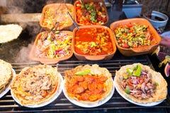 Les recepies hongrois traditionnels se sont vendus à un fourgon de nourriture de rue au Photographie stock