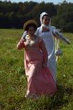 Les reenactors de femmes chez Borodino luttent la reconstitution historique en Russie images stock