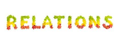 Les RELATIONS de Word faites en érable d'automne part dans des couleurs lumineuses Photos stock