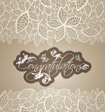 Les remous floraux de carte de voeux de félicitations avec la dentelle laisse le bor Photos stock