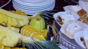 Les repas de buffet sont sur la table banque de vidéos