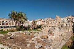 Les restes du vieux temple antique Tempio di Apollo - Syracuse, Sicile images libres de droits