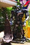 Les robots en acier réutilisés en métal modèlent le parc à thème au spectacle d'animaux de Hua Hin Tique images libres de droits