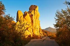Les rochers et avoir l'automne maximal de coucher du soleil Photographie stock libre de droits