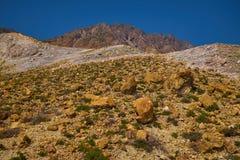 Les roches de soufre aménagent en parc, activité géothermique, soufre jaune, haute température images stock