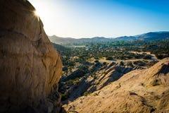 Les roches et la vue chez Vasquez bascule le parc du comté, dans l'Agua Dulce, Cali Photo stock