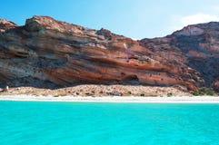Les roches et les falaises dans Shauab échouent, des montagnes, sables, le Cap-Occidental, île de Socotra, Yémen Photo stock