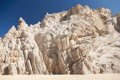 Les roches pittoresques sur le ` s d'amant échouent dans Cabo San Lucas images stock