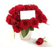 Les roses dans un bac avec le message blanc signent f Photo libre de droits