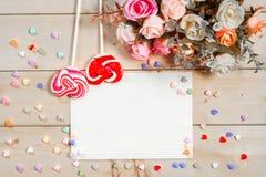 Les roses de ton de couleur en pastel fleurit et Empty tag pour votre esprit des textes Images libres de droits