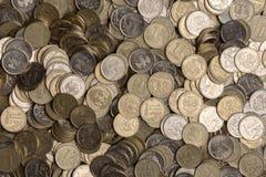 Les roubles russes de pile de métal invente le fond Images libres de droits