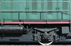 Les roues d'un train électrique russe moderne avec des amortisseurs et des dispositifs de freinage Le côté du Ca Photographie stock libre de droits