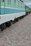 Les roues d'un train électrique russe moderne avec des amortisseurs et des dispositifs de freinage Le côté du Ca Photos libres de droits