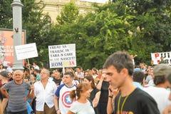 Les Roumains protestent contre le gouvernement photographie stock libre de droits