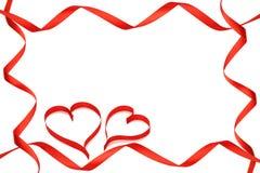 Les rubans dégagent des coeurs du cadre deux Images libres de droits