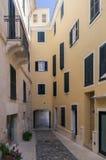Les rues étranges de Mahon en Espagne Images stock