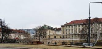 Les rues de Varsovie avec de belles maisons Déplacement à Varsovie La Pologne en hiver photographie stock
