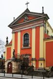 Les rues de Varsovie avec de belles maisons Déplacement à Varsovie La Pologne en hiver image stock